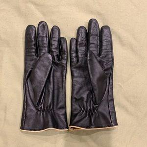 Ralph Lauren genuine leather ladies gloves.